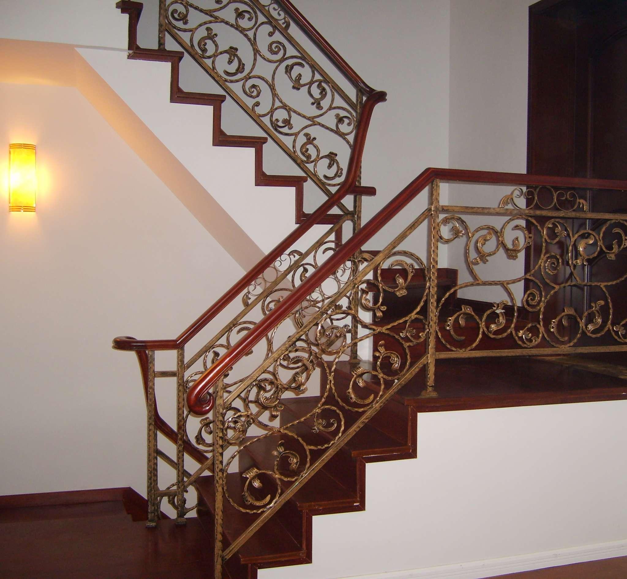 实木楼梯_楼梯立柱_楼梯板